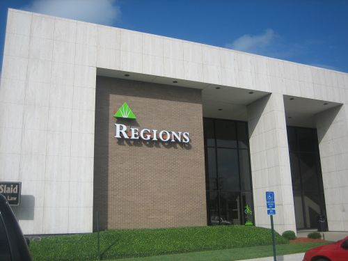 Region Bank Hours Today